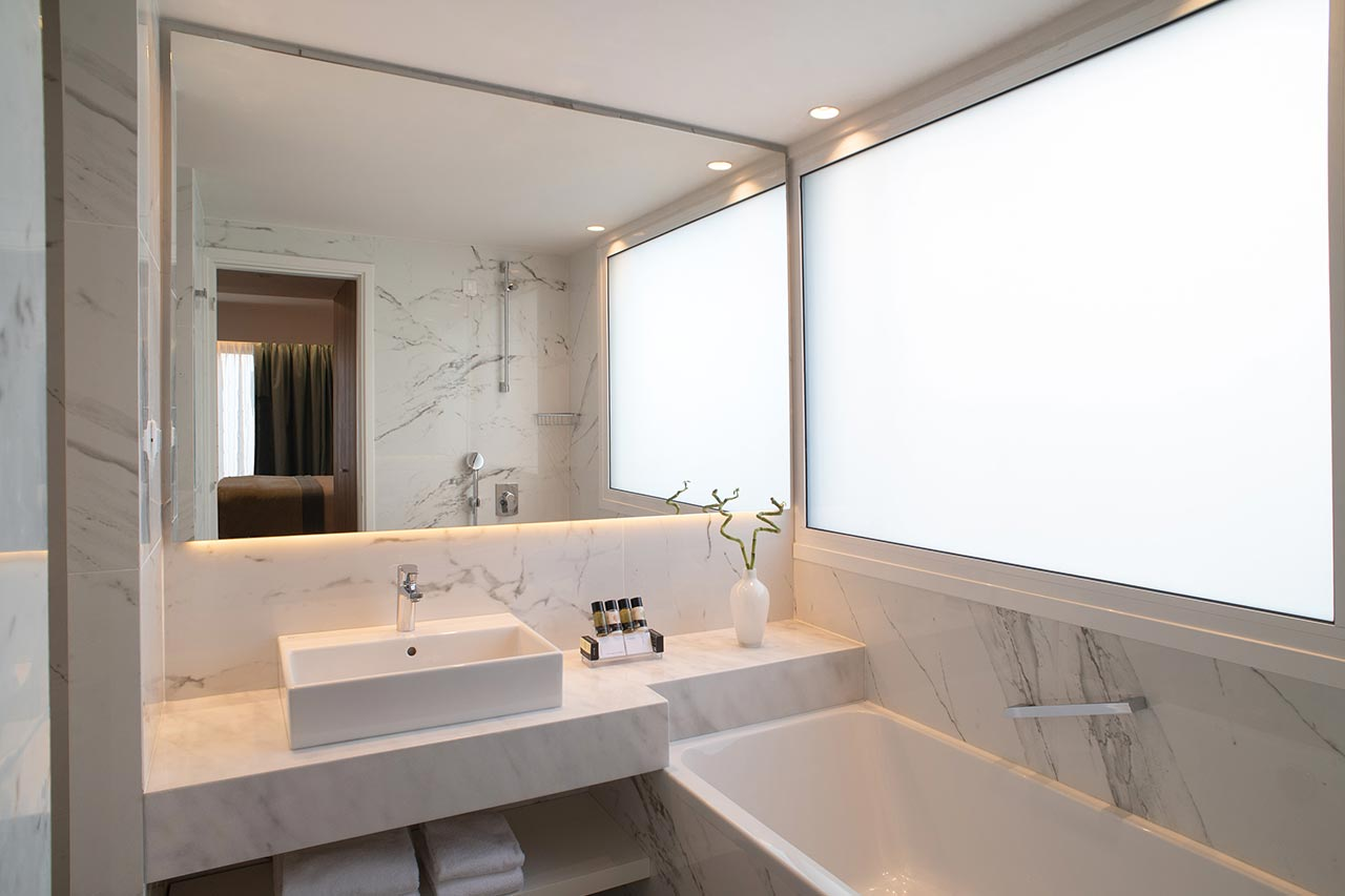103-Presidential-Suite-Main-Bathroom-(2)