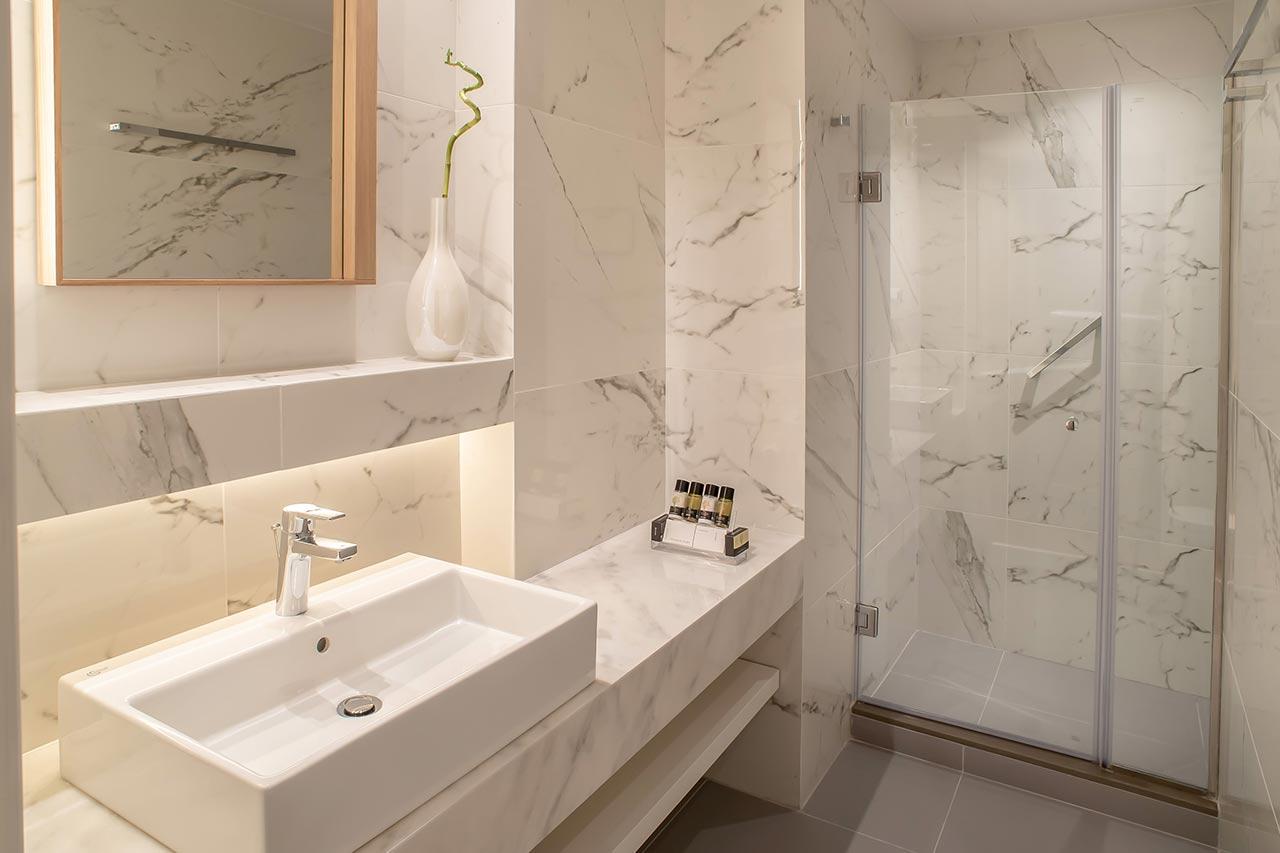 106-Executive-Suite-Bathroom