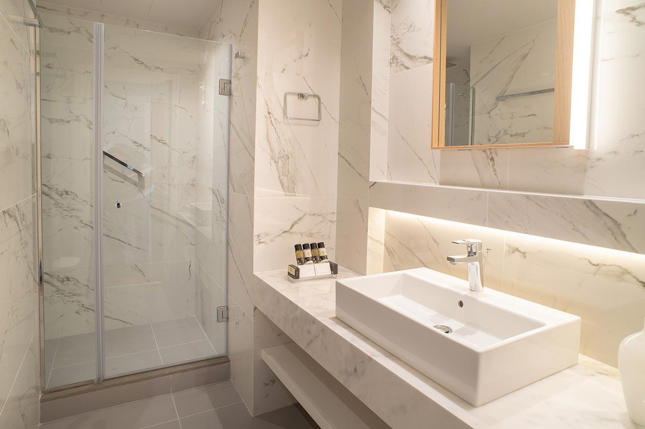 Executive-Suite-Bathroom