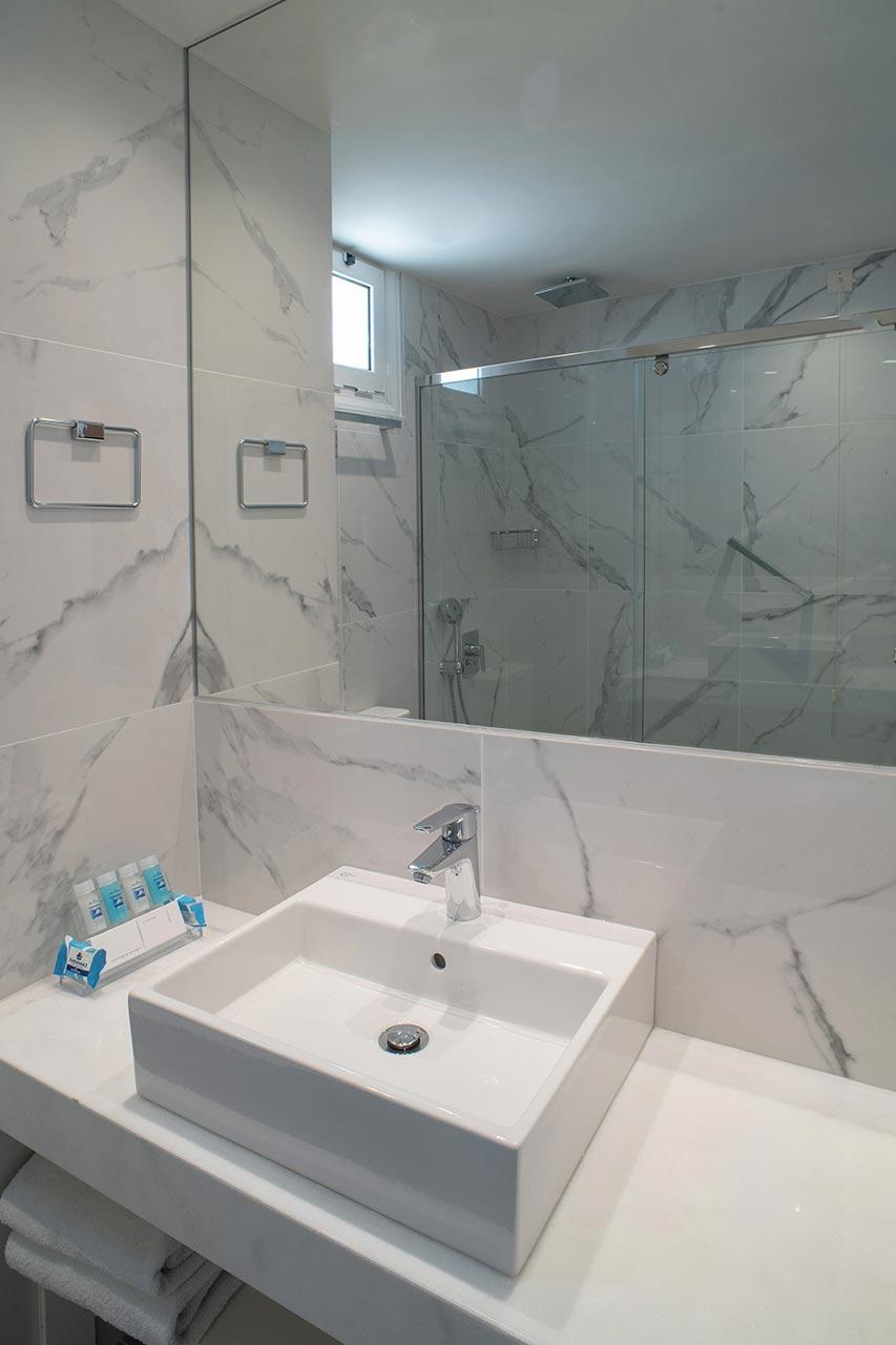 Superior-sea-View-Bathroom